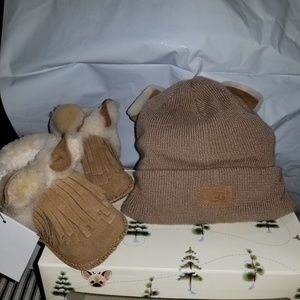 Nwt Ugg Infant Darlala booties and Beanie